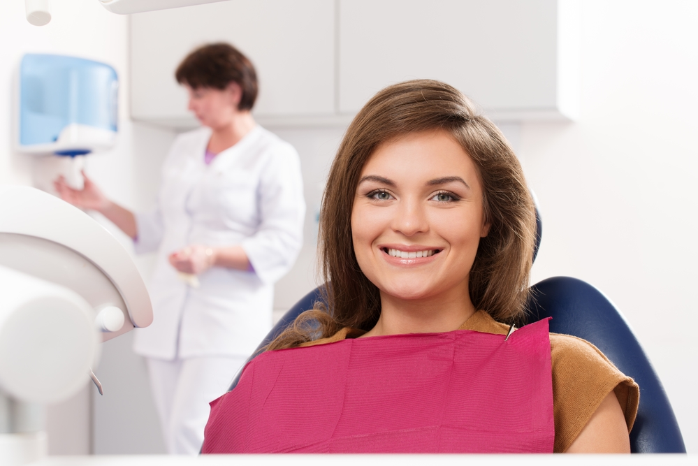 What does a holistic dentist in palm beach gardens do?