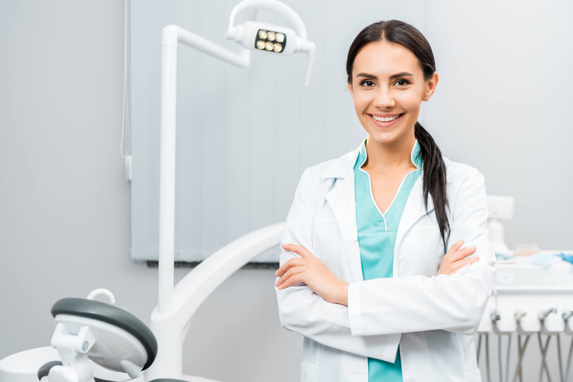 dentist who provides Ceramic Dental Implants Jupiter FL